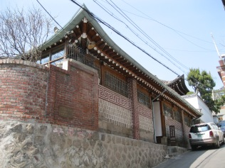 On my way to see the hanok (traditional Korean houses) in Bukchon