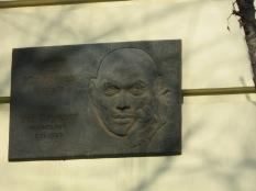 A plaque to Yul Brenner, Vladivostock native son