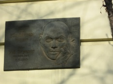 A plaque to Yul Brenner, Vladivostock native son