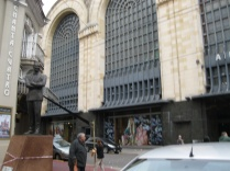 Gardel's statue by the Abasto mall