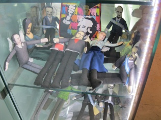 Dolls of Argentine political figures - some with angels' wings!