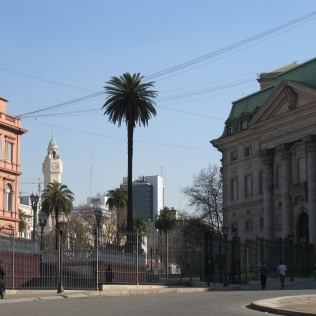 View up to Plaza de Mayo from the side of the Casa Rosada