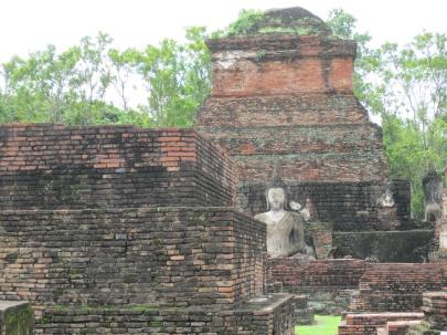 More Buddhas at Wat Mahathat