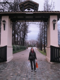 Me at the gate of Concha Y Toro
