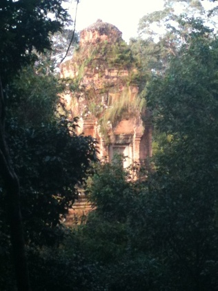 Baksei Chamkrong, seen on the way up Phnom Bakheng