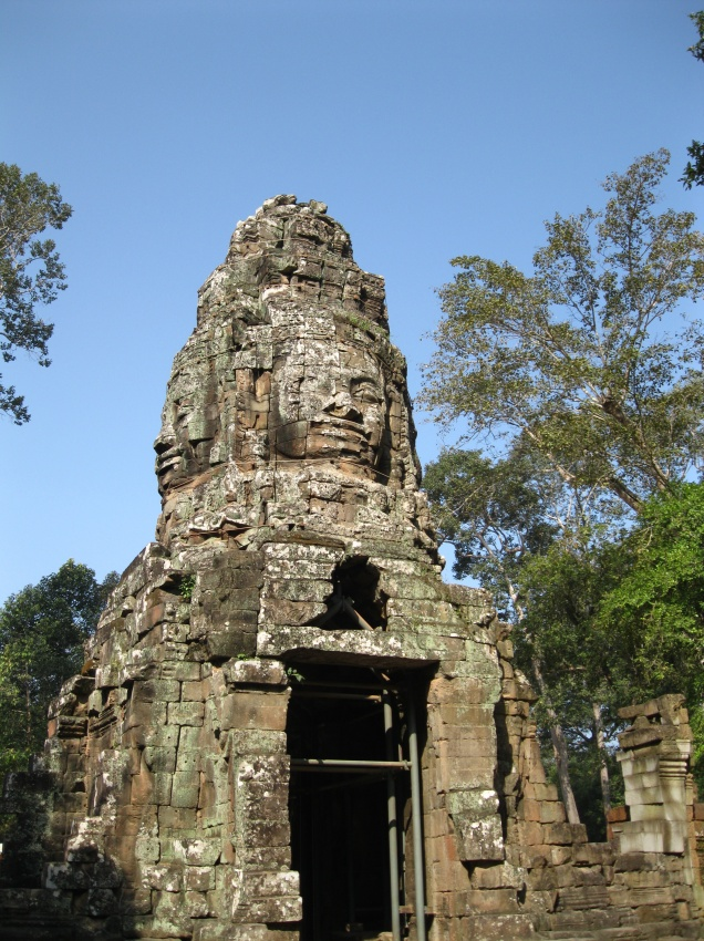 First monumental stone face of the day - Ta Prohm?